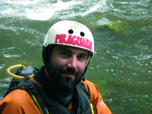 Imagen de Mario Calvo en el río.