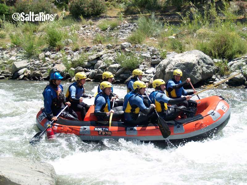 Descenso en rafting en el río Guadalfeo, en Órgiva, Granada