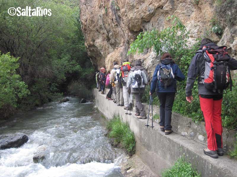 Pequeño río en Sierra Nevada, Granada